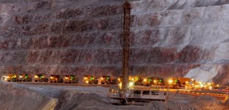 Las empresas mineras deberán tener turnos rotativos de 14 días