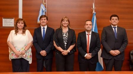 La ministra de Salud, Alejandra Venerando, junto a los nuevos funcionarios del área tras la asunción.