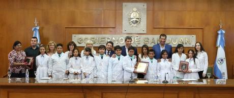 Distinguen a los alumnos ganadores del concurso de Cristalografía Internacional