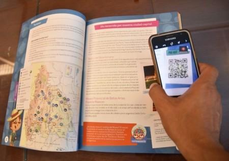 """Unos 21 mil alumnos de 4º grado reciben el manual """"San Juan y yo"""""""
