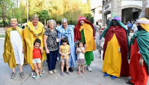 """Los Reyes también pasaron por la Residencia de Adultos Mayores """"Eva Perón"""""""