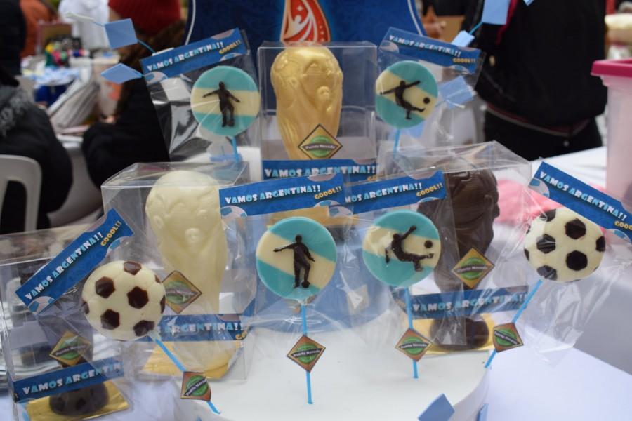 Feria de Talleres Comunitarios: gran concurrencia, palpitando el mundial de Rusia