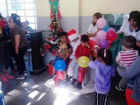 Papá Noel visitó el Centro de Salud de 25 de Mayo