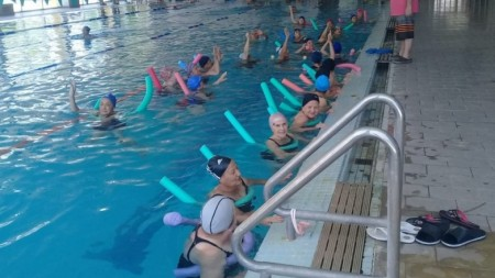 La natación, fundamental para los adultos mayores