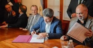 Firmaron contratos para la provisión de elementos de la red San Juan-Rodeo