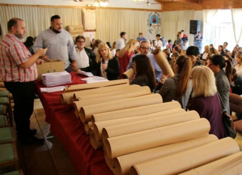 Convocan a directivos a retirar kits para acondicionar las escuelas para las elecciones