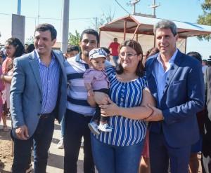 Uñac entregó viviendas construidas por cooperativistas en San Martín