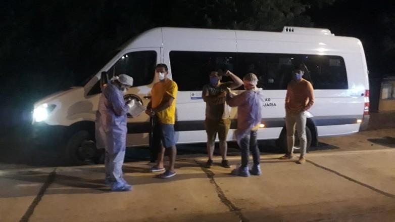 Equipo de sanitario de Sarmiento en el control de San Carlos, San Juan
