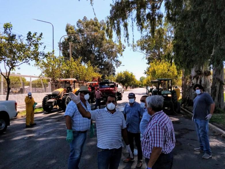 Desinfectaron la vía pública y frentes de edificios en Capital