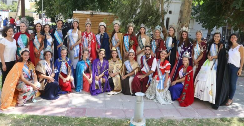 Las reinas nacionales visitaron el Hospital de Niños
