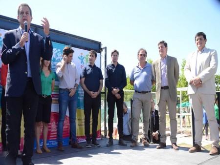 Autoridades del gobierno en el acto de lanzamiento de las Colonias de verano 2020