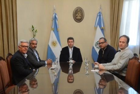 Funcionarios de PAMI con el gobernador