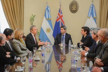 Embajador de Australia con el gobernador