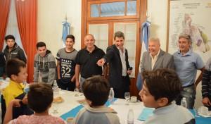 Los Semillita desayunaron con Sergio Uñac