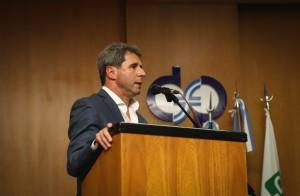 El gobernador expuso sobre la importancia del trabajo en un panel de la Semana Social