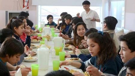 Desarrollo Humano entregará un módulo alimentario a cada alumno de escuelas con comedor