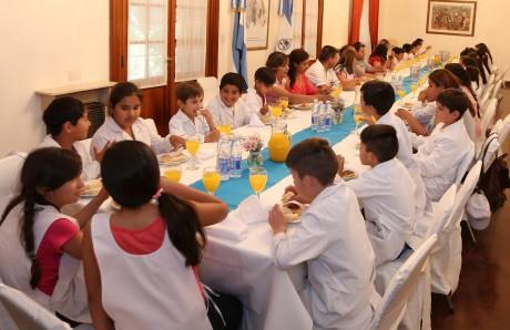 Alumnos y docentes de Pampa Vieja visitaron la Casa de Gobierno
