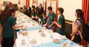 Alumnos de El Encón desayunaron en Casa de Gobierno