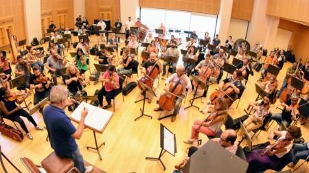 Más de 200 personas participan de la grabación de la música del Espectáculo Final de Evolución