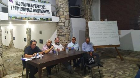 El ministro Díaz Cano se reunió con viñateros