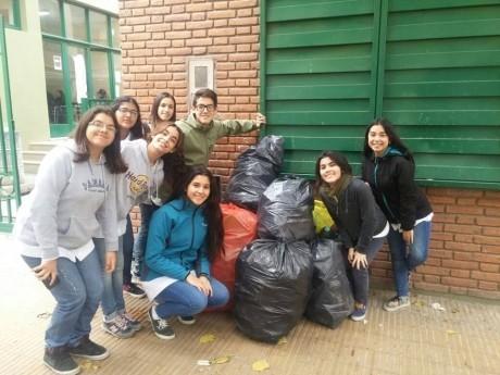 Egresados Solidarios: en una semana recolectaron 1.300 kilos de pet