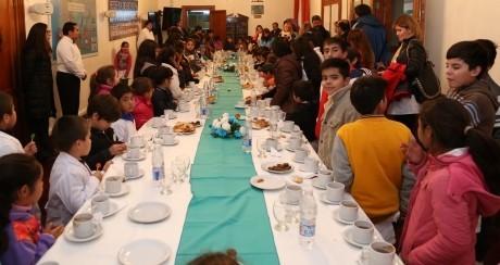Alumnos de Médano de Oro visitaron al Gobernador
