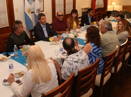Integrantes de la Asociación Sanjuanina para Ciegos desayunaron con el gobernador