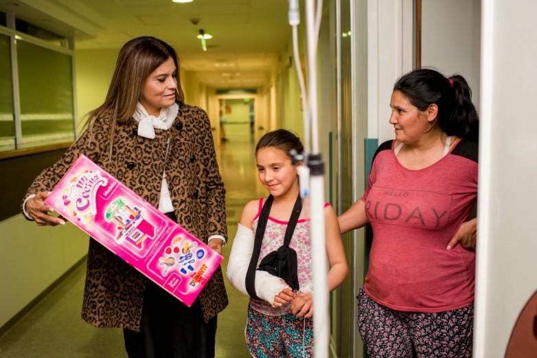 Los pequeños internados en el Hospital Rawson recibieron su regalo por el Día del Niño