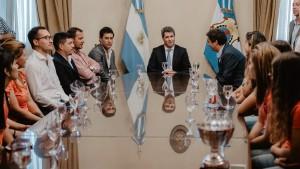 Las selecciones sanjuaninas de hockey sobre césped visitaron al gobernador