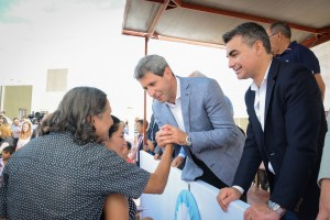 Uñac entregó las llaves de más de 200 viviendas del barrio Santa María en Chimbas