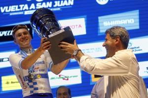 Fernando Gaviria se quedó con la última etapa, Remco Evenepoel con la gloria