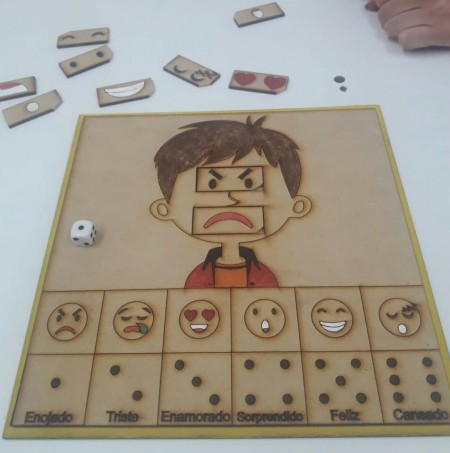Creativos empresarios secundarios crearon juego adaptado para chicos con autismo