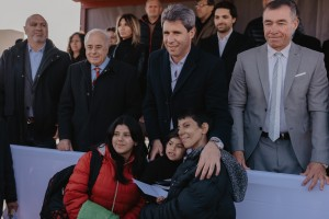 Uñac entregó un nuevo barrio para 38 familias en Rivadavia