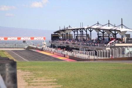 Gran comienzo del show del Superbike en el Villicum