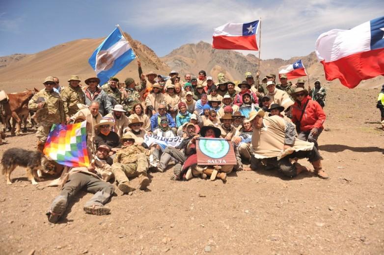 Los expedicionarios del Cruce de Los Andes llegaron al límite con Chile con profunda emoción
