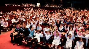 Cerca de 2000 estudiantes disfrutaron la primera función de El Calor de lo Nuestro en el TB