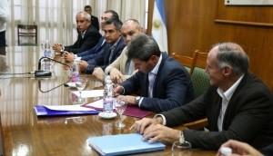Firman convenio para las obras de agua potable en Caucete y Cloacas para barrios en Capital y Rivadavia