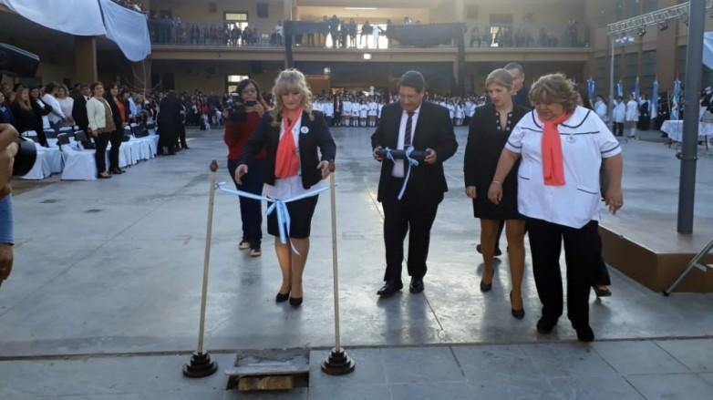 Cien primaverales años conmemoró la Escuela Antonio Torres
