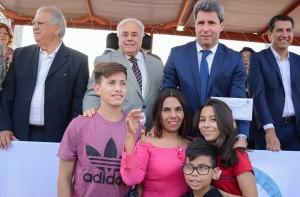 Uñac entregó 57 llaves a nuevos adjudicatarios del barrio ATSA VI en Pocito