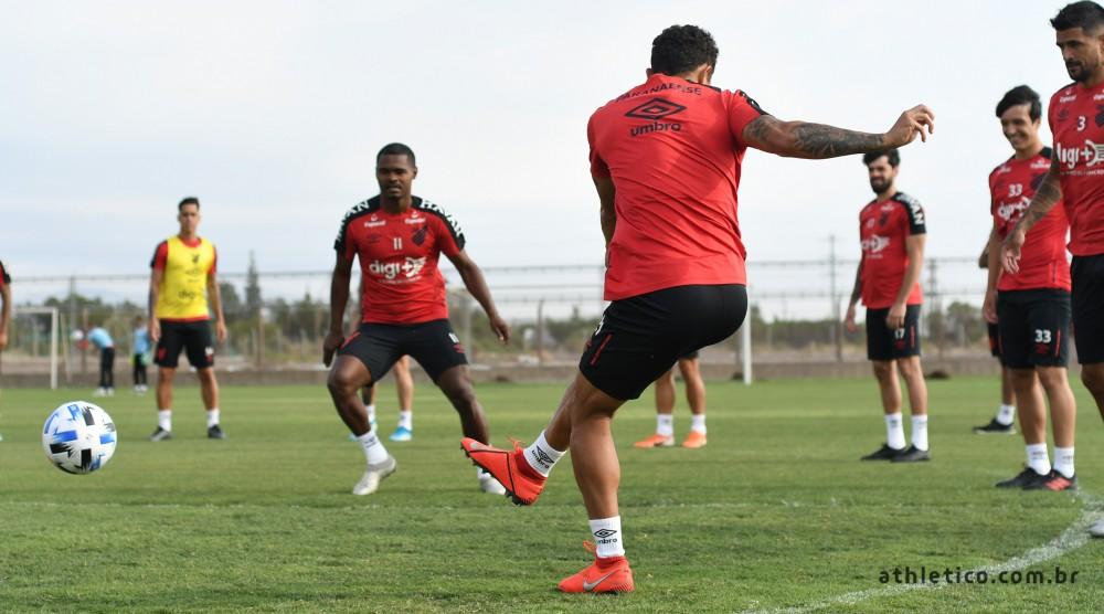 El Racing de Becaccece debuta ante Athletico Paranaense