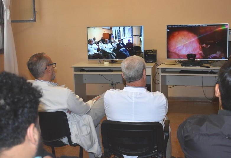 Capacitación inédita mediante cirugías transmitidas en tiempo real desde el quirófano