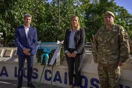 Uñac rindió homenaje a los veteranos y caídos en Malvinas