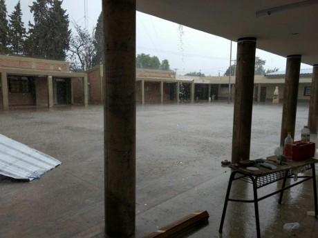 Carpintería: Desarrollo Humano asistió a 120 personas por las lluvias