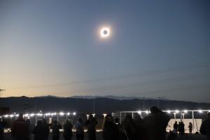 En Chimbas, unas 30 mil personas disfrutaron del histórico eclipse de sol