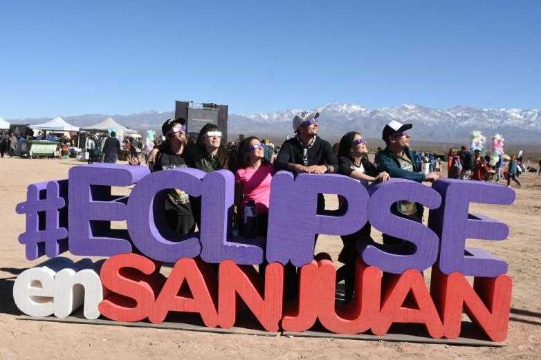Eclipse solar: los turistas dejaron mas de $380 millones