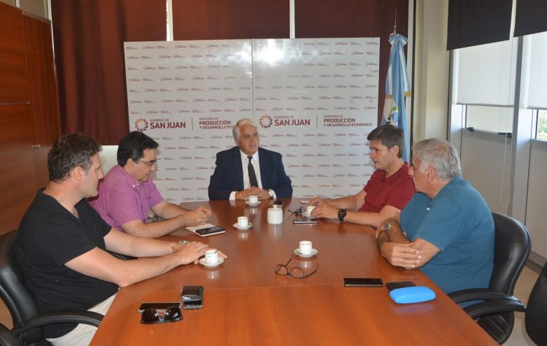 El ministro Díaz Cano se reunió con integrantes de la Cámara Argentina de Elaboradores y Exportadores de Mosto