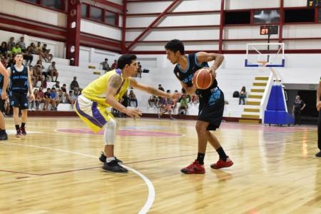 Partido entre San Juan Básquet y Jáchal BC en Sporting Estrella.