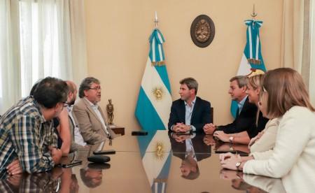 """El gobernador Sergio Uñac recibió la visita de Fernando """"Chino"""" Navarro"""